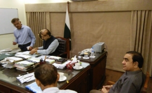 Meeting-Secretary-Local-Govt-Sindh-DG-SBCA-MD-KW-SB-10-JUL-2018-05