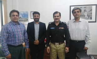 Meet-DIG-South-Sindh-Police (3)