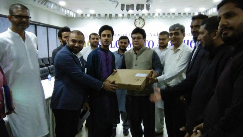 laptop-distribution-ceremony-abad-house-14th-july-2017(9)