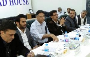 meet-asad-umer-PTI-4-nov-2017(12)
